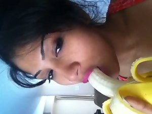 Desi Girlie showing how to suck pecker with a banana