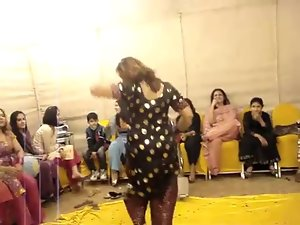 filthy paki aunty dance at wedding..