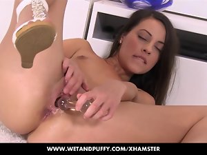 Lorena playing with her dampish and puffy cunt
