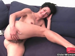 Very hairy granny with big swollen pussy