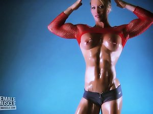 Woman Muscle Young lady Ginger Martin Has An Amazing Body!