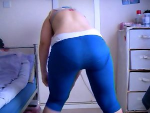 Dani (Tutti) sows face, naughty ass in blue yoga pants - fans.wmv