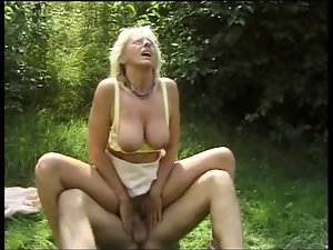 Over 40 - Outdoor Couple