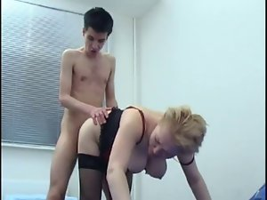 Moden Kvinde & Ung Fyr - Attractive mom & 18 years old Young man 5