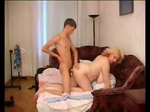 Moden Kvinde & Ung Fyr - Attractive mom & 18 years old Young man 8