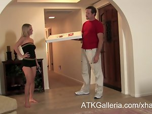 Mandy Armani gets a creampie from a pizza delivery lad