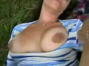 Bum and cumshot in the forest