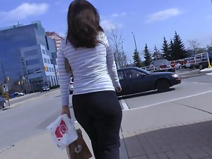 Candid Mall Dirty ass in Yoga Pants + Interaction with Her