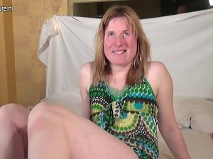 Amateur married woman works her twat and reaches climax