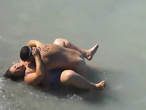Fatty Babe Banged In The Sea by A local Lad On Her Vacation