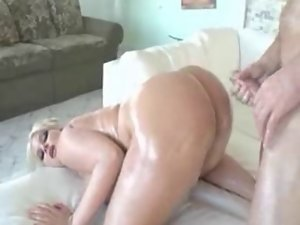BIG Naughty butt IN Activity : JULIE CASH