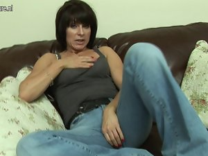 Attractive English Filthy bitch masturbate alone