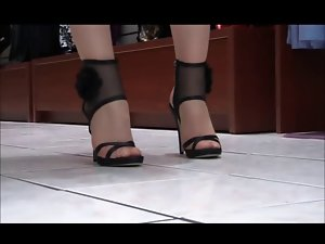NYLON LEGS IN SHOE STORE