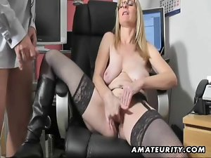 Chesty amateur Mommy caresses and screws with cum on boots