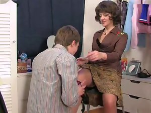 Stepmom caught son's masturbatsyey her panties ...