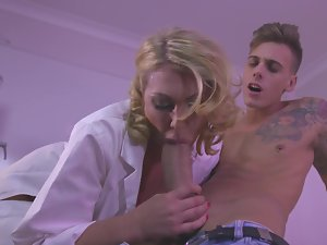 Doctor Leigh Darby bangs the 19 years old patient until he cums