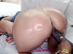 Randy white young lady Madelyn Monroe gets a big chocolate pecker