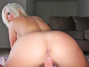 Britney Amber likes to fuck and she likes to suck