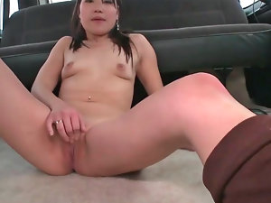 Tempting Asian gal Jen gets screwed in a car