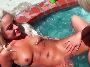 Destiny James and London Gianna having orgy during sunny day