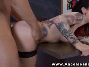 Angel Joanna randy to fuck on the office desk