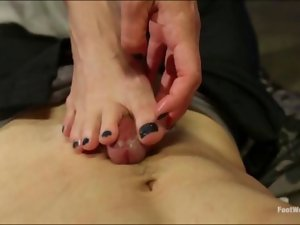 Security guard gets a footjob