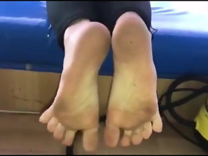 Mania moves her luscious (size 38) feet